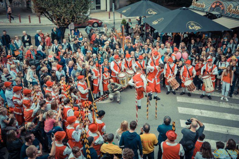 Echasse de bois, joute entre adolescents à Namur, (c)Skuds - Simun Fusillier