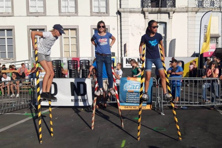 Young ladies training on stilts in Namur